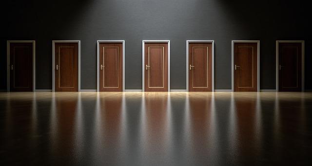 תמונה של דלתות סגורות