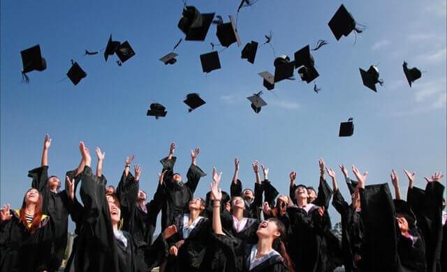 תמונה של אקדמאיים בטקס סיום תואר